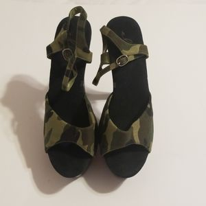 Ellie camouflage platform 6in heels.